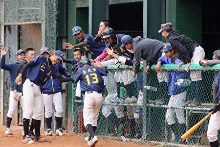 2/28起全国12强队将在嘉义市立KANO棒球场进行最后对决,球赛采单淘汰制,直到3/2冠军产生,场场比赛精彩可期。