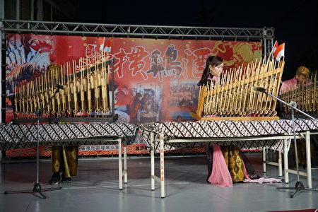 新住民妈妈表演印尼竹琴