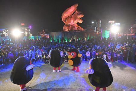 花莲太平洋登会晚会在专业舞团、乐团及红小鸭快闪炒热下热闹展开