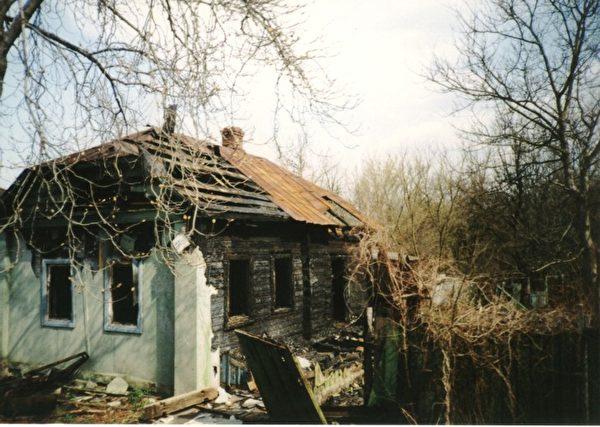 在切爾諾貝利附近的普里皮亞特的廢棄村莊。(slawojar 小山/維基百科)