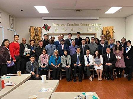 图:加拿大多元交流协会举办圆桌会议,加深彼此了解沟通,推动未来更多合作。(杨胜帆提供)