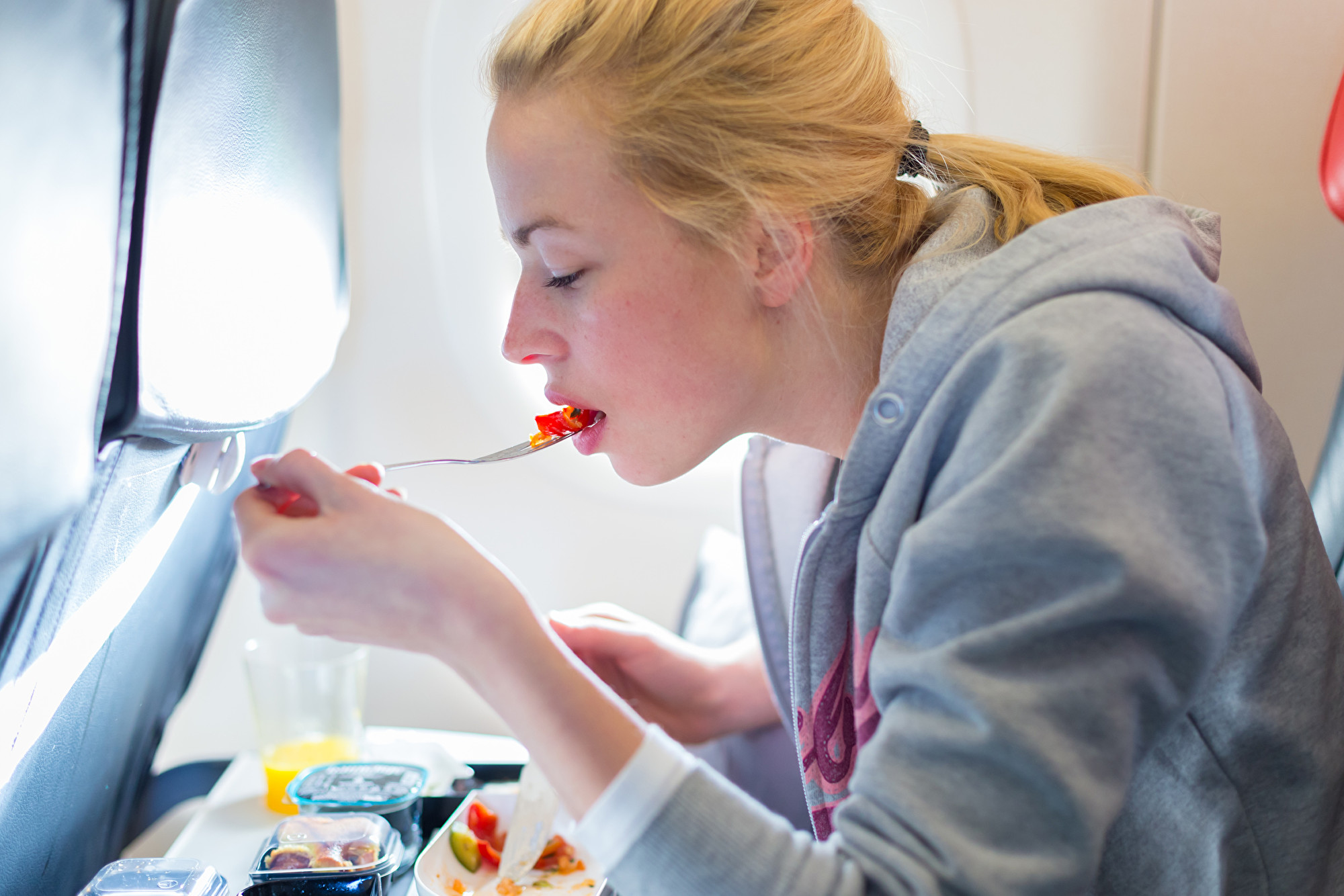武漢肺炎疫情改變生活 現在坐飛機這樣點餐