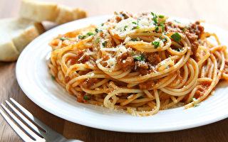 這名男子這樣吃義大利麵 網民:天才