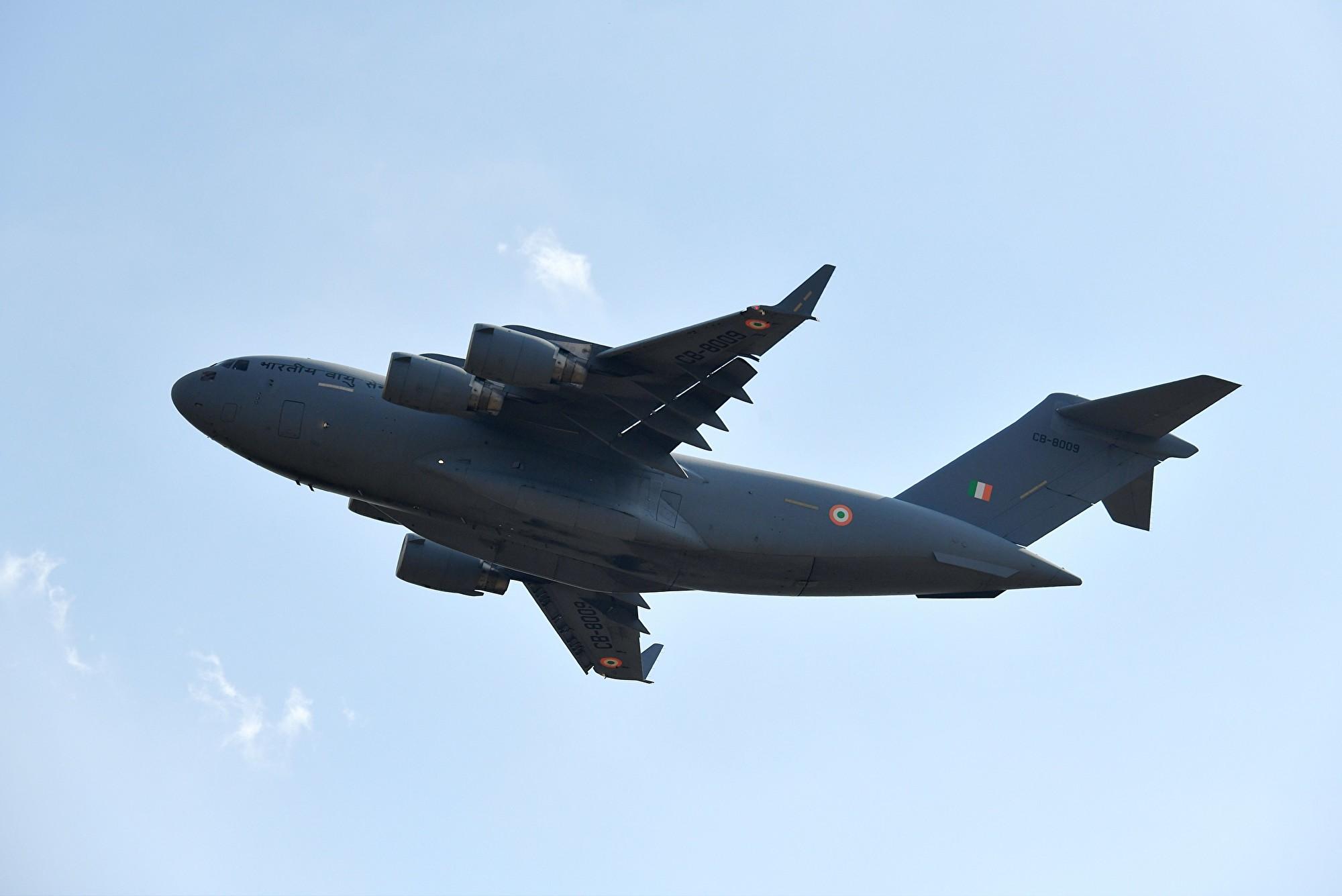 印度媒體援引消息說,中共故意延遲對印度派C-17運輸機從武漢撤僑的許可。圖為2019年2月14日,印度空軍一架C-17運輸機飛行於邦加羅爾(Bengaluru)上空。(MANJUNATH KIRAN/AFP via Getty Images)