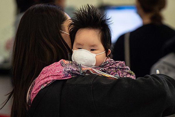 母親確診無醫院接收 武漢女憂家中幼兒感染