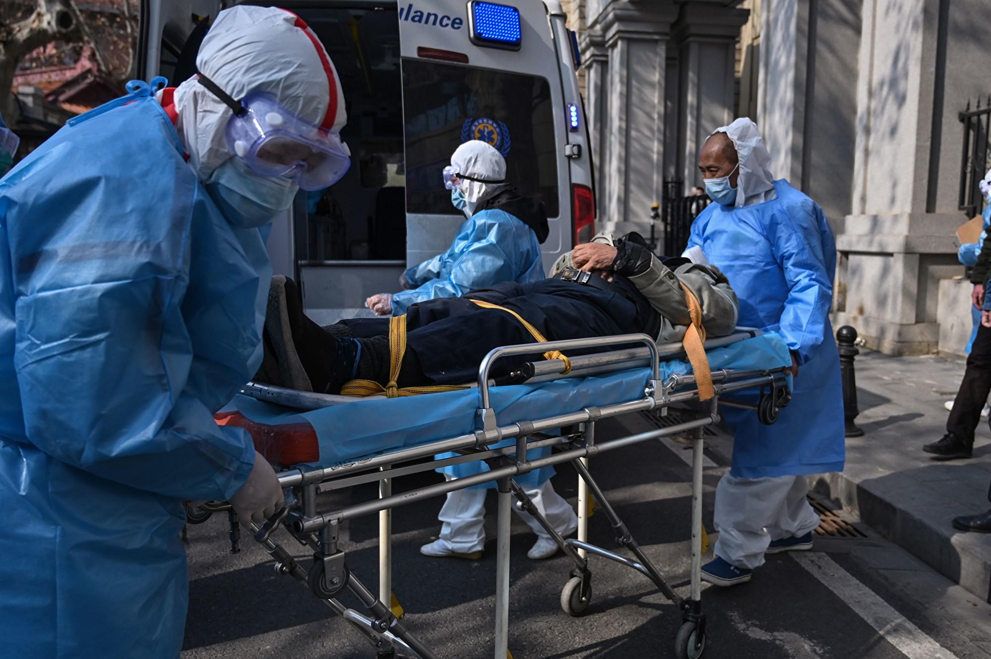 網傳疑似肺炎病人上班忽倒地不起的駭人畫面