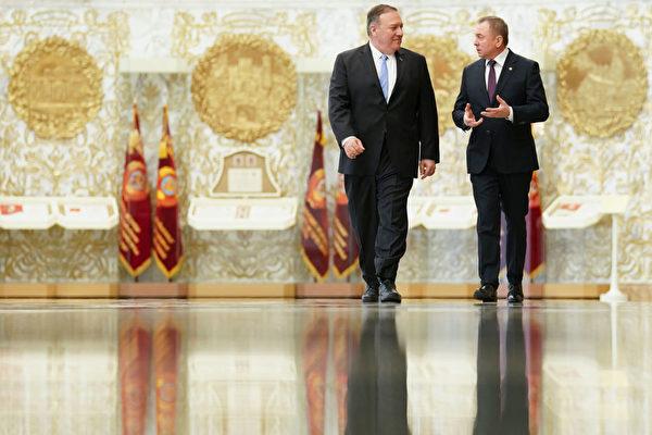 蓬佩奥访白俄罗斯 谈石油供应和人权话题