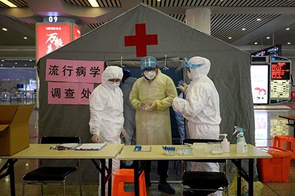 2月5日杭州東火車站內設立了流行病學調查處。(NOEL CELIS / AFP)