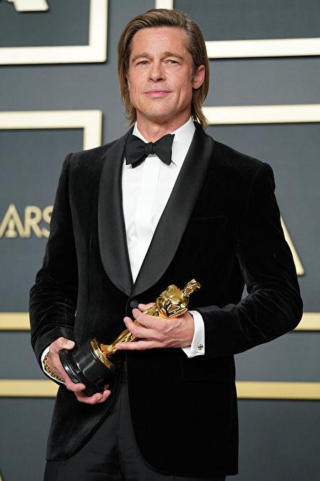 布拉德・皮特(Brad Pitt)憑藉《從前,有個荷里活》(Once Upon a Time in Hollywood,台譯:從前,有個好萊塢)奪得最佳男配角。(Rachel Luna/Getty Images)