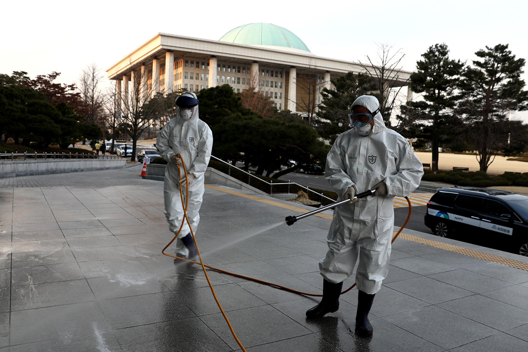 南韓中共肺炎破七千例 軍方累計35例