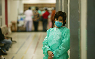 海曼醫師以這個病的徵候為主,為這個怪病取了名字——嚴重急性呼吸道症候群(SARS),稱之為「舉世健康威脅」。(Christian Keenan/Getty Images)