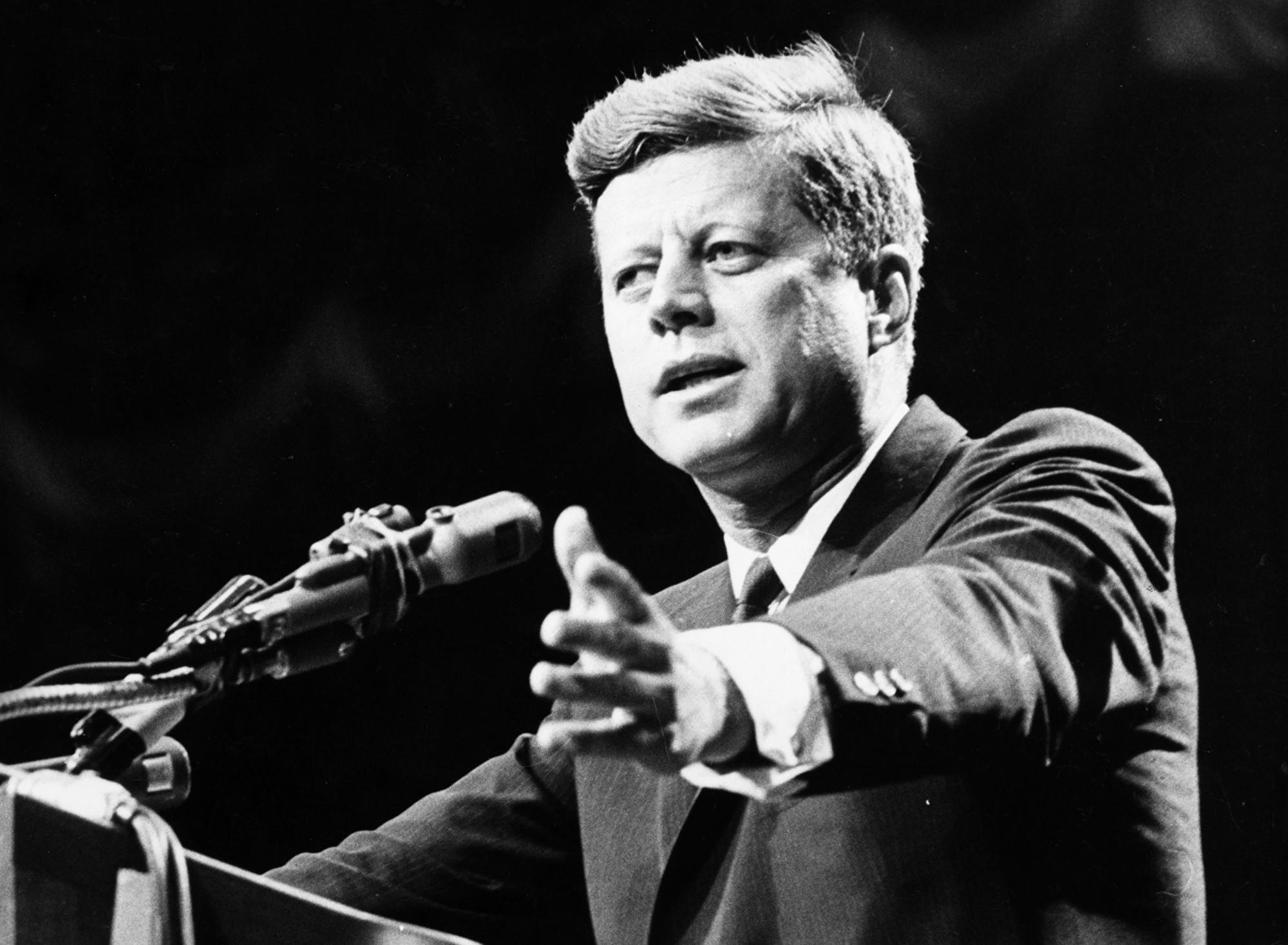 美國前總統甘迺迪攝於1962年。(Central Press/Getty Images)