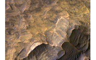 火星上也有沙岩層 扇貝斷崖令人驚嘆