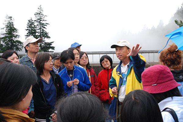 图:绿色俱乐部会长林圣哲生前致力于环保教育,不畏辛苦劳累,获得加拿大社会多个嘉奖。(黄宗芹提供)