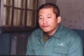 2002年3月,梁振興在獄中。當時中共警方把這張照片作為戰利品發到網上。(明慧網)