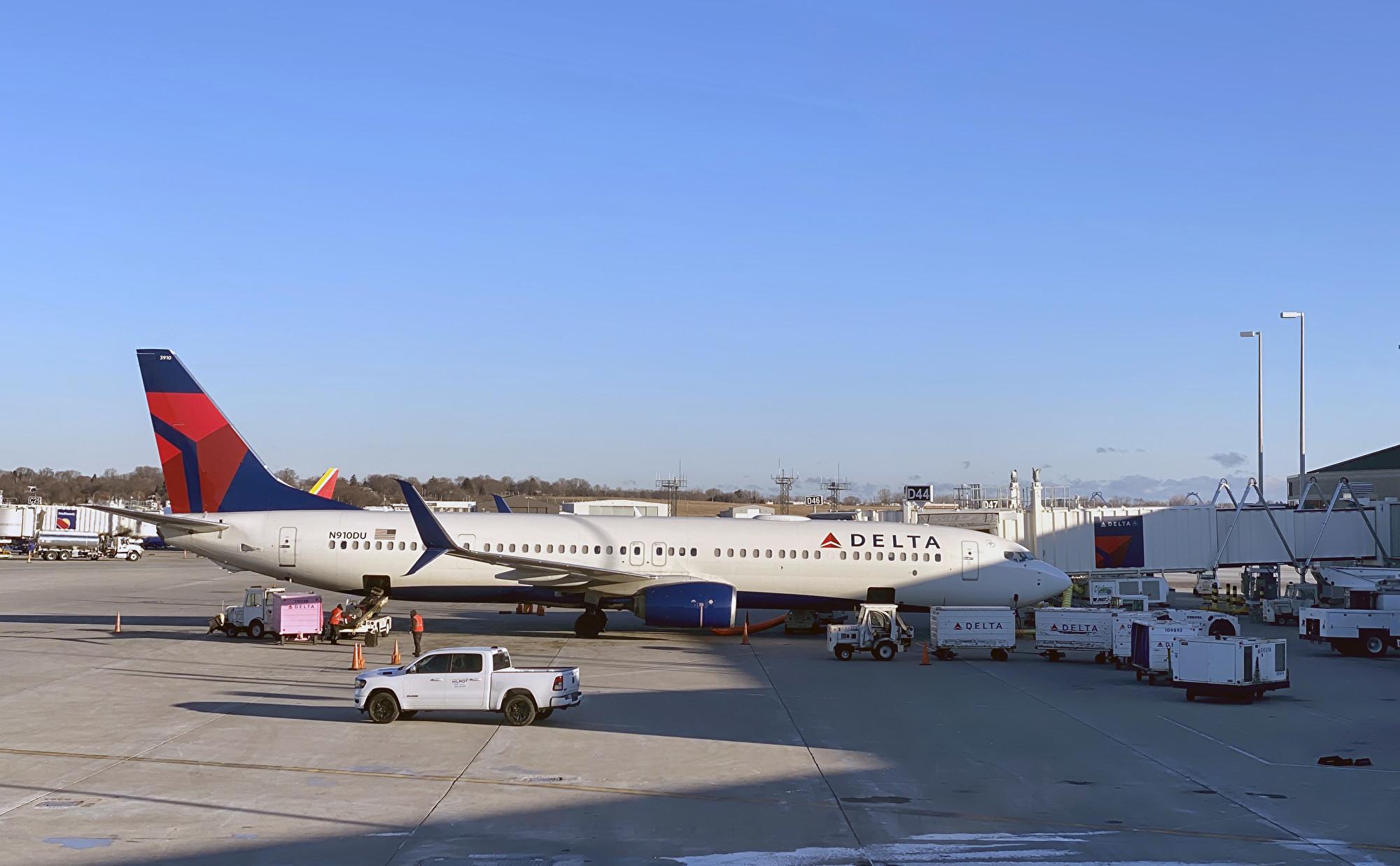 2020年1月8日,一架達美航空飛機在威斯康辛州的密爾沃基米切爾國際機場(Milwaukee Mitchell International Airport)的停機坪上。(Daniel SLIM / AFP)