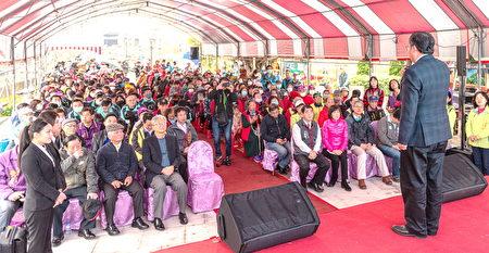 参与活动的市民朋友众多。