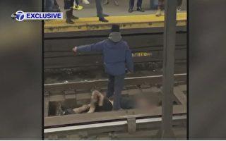 纽约地铁站有人落轨   三好心人跳下将其安全救出