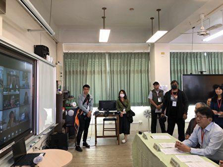 屏東縣長潘孟以視訊與縣內11所國高中小校長進行會議,關心各校整體防疫工作。