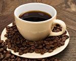 黑咖啡、拿铁咖啡、卡布奇诺等含奶咖啡在制作方法、热量、咖啡因等方面有什么不同?(Shutterstock)
