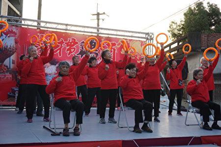 罗厝伯公照顾站的阿公阿嬷的带动唱表演,他们大部分是80岁以上的长者,却充满活力