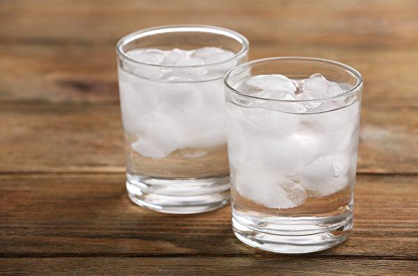 因脾胃虚而体味重、体臭的人,要少吃冰等寒性食物。(Shutterstock)