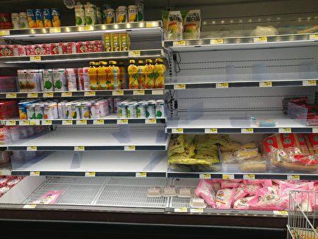 食品被搶購。(讀者提供)