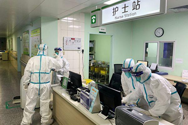 中共當局一直嚴控疫情報道,近日政法委越過中宣部發通知,要求推出「暖新聞」。 (STR/AFP via Getty Images)
