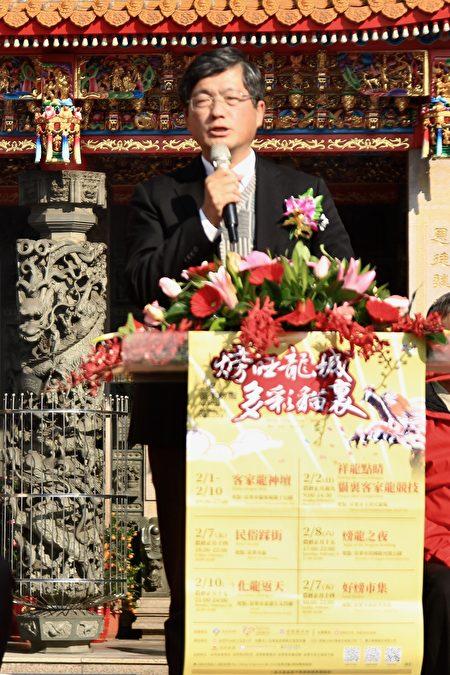 客委會副主委楊長鎮說明,火旁龍過年期間帶來非常歡樂的氣氛。