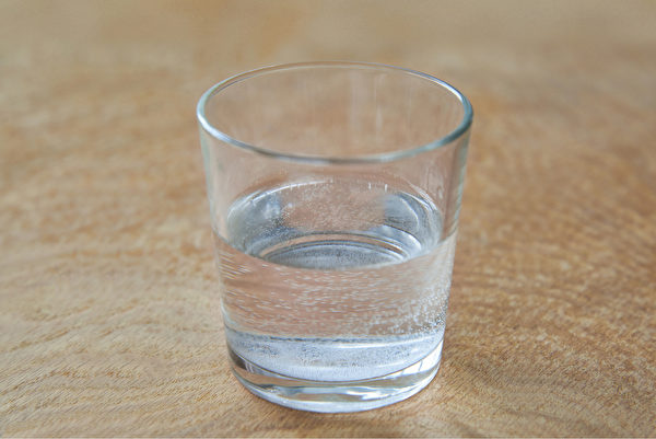 白開水是最好的飲品,任何機能性飲料都沒有白開水對身體的益處大。(Shutterstock)