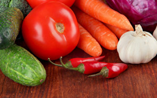 克莉丝.卡尔(Kris Carr)分享了自己在抗癌过程中,冰箱中常储存的16类健康食物。(Shutterstock)