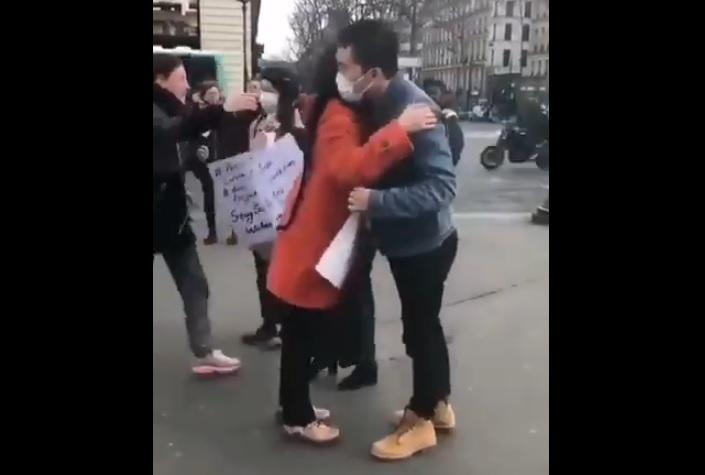 中共肺炎疫情下法國華人在街頭索求擁抱 遭網民砲轟