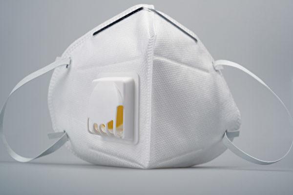 这种带呼气阀的口罩能够排出呼气,减少呼气阻力,同时让口罩内部保持凉爽,提升配戴的舒适度。(Shutterstock)