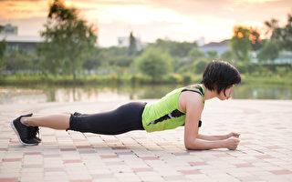 棒式运动(Plank)是近年来训练核心肌群非常火热的健身动作之一。(Shutterstock)