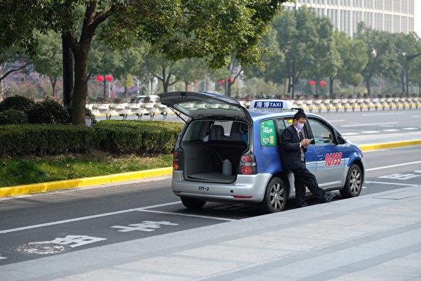 在中共肺炎(俗稱武漢肺炎)持續擴散下,乘坐計程車、飛機等大眾交通工具時,如何保護好自己?(Shutterstock)