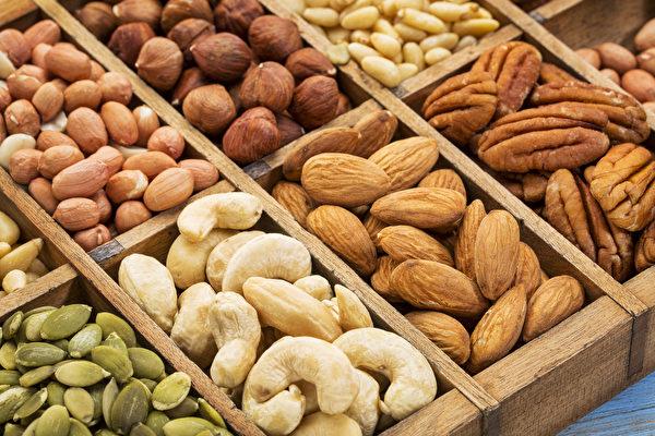 堅果和種籽是全食物救命飲食法的重要成員,這些珍寶富含維他命、礦物質、優質脂肪、蛋白質和纖維。(Shutterstock)