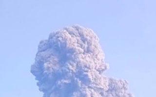 印尼默拉皮火山喷发 火山灰窜至六千米高空