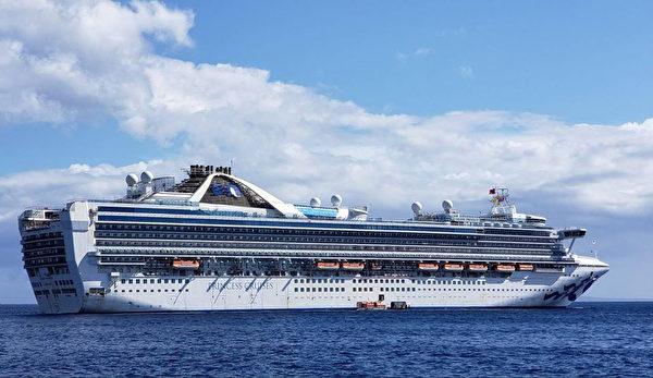 至尊公主號(Grand Princess)遊輪於2020年2月前往夏威夷。 美國衛生官員對船上的乘客和船員進行了中共病毒檢測,是否在3500名的遊輪上有感染者。至尊公主號上一些滯留的乘客出現了類似流感的症狀,他們在上一次航行中的一名乘客,一位71歲男子因中共病毒死亡。(Photo by Handout / CAROLYN WRIGHT / AFP)