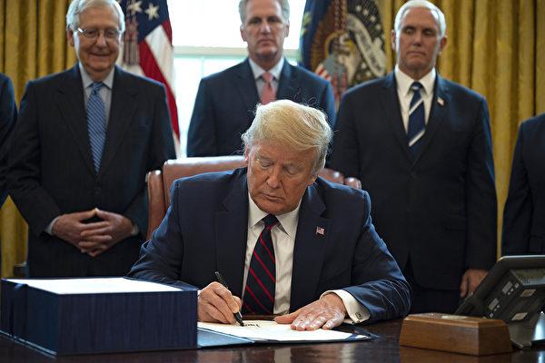 【最新疫情3.27】川普签署经济刺激法案