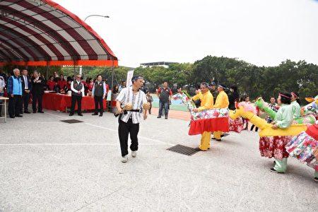 开工修复典礼,客家饶平文化协会的带马阵。