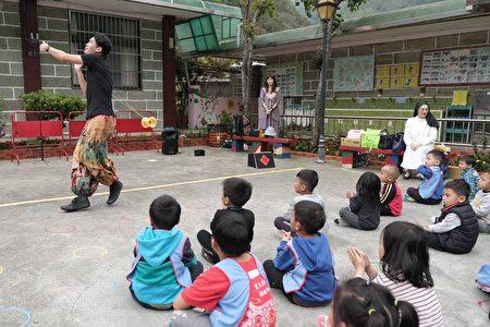 「溜溜球金氏世界紀錄保持人」楊元慶為小朋友做精采表演
