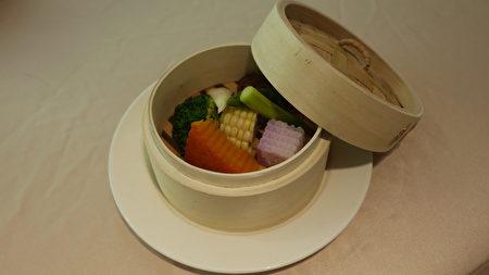 白灼五行蔬菜。