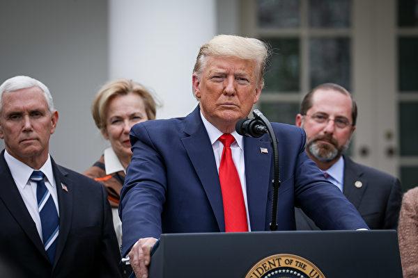 2020年3月13日下午,美國總統特朗普在白宮玫瑰園召開新聞發佈會,通報武漢新型冠狀病毒疫情在美國的最新進展。(Charlotte Cuthbertson/大紀元)