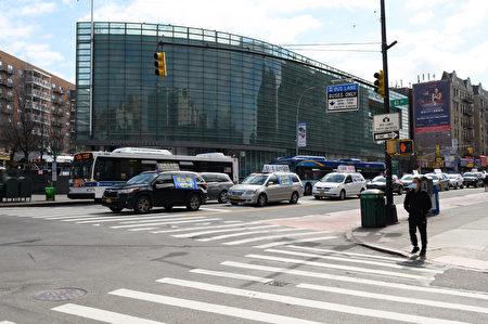 真相车队经过法拉盛缅街。