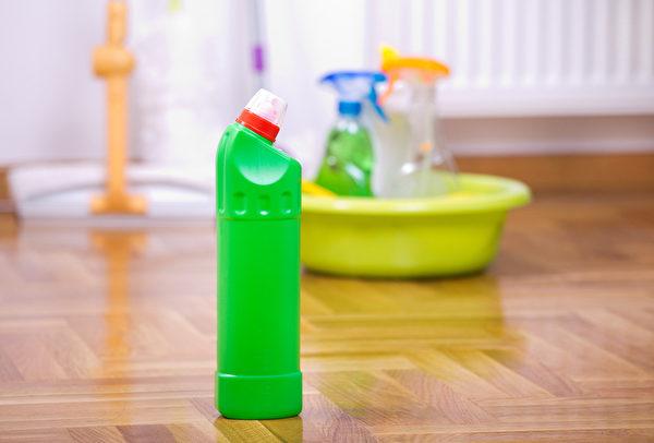 除75%酒精、氯系漂白水,次氯酸水、二氧化氯也能有效對抗武漢肺炎病毒嗎?(Shutterstock)