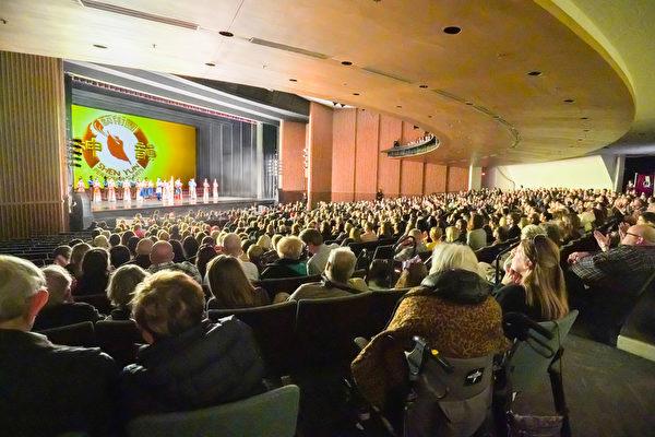 神韻北美藝術團於2020年2月29日下午在內華達州雷諾先鋒藝術中心上演兩場演出,全場爆滿,觀眾反響熱烈。(新唐人電視台)