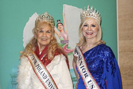 2020年3月7日晚,2019年度美國老年選美冠軍(Ms. Senior USA)Cherie Kidd(右)和波蘭老年選美冠軍Charlotte Ambrose觀看神韻環球藝術團在紐約林肯中心大衛寇克劇院的演出。(衛泳/大紀元)