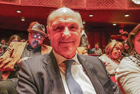2020年3月6日晚,美國銀行(Bank of America)商務部首席財務官(CFO)Nicolas Chater觀看神韻環球藝術團在紐約林肯中心大衛寇克劇院的第二場演出。(李辰/大紀元)