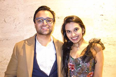 2020年3月6日晚,紐約私招股權基金投資者、TriArtisan Capital Advisors公司副總裁Dishen Patel和就讀法律系的女友Sonali Doshil一同觀賞神韻環球藝術團在林肯中心大衛寇克劇院的第二場演出。(何藝/大紀元)