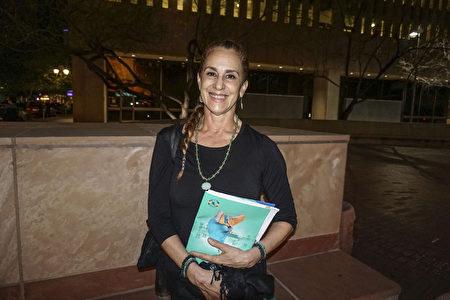 專業古典舞蹈指導、前哥倫比亞國家芭蕾舞團首席舞蹈演員Michele Ceballos Michot女士2020年3月6日晚間,觀賞了神韻演出。(文燁/大紀元)
